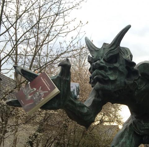 trold med bog beskåret1